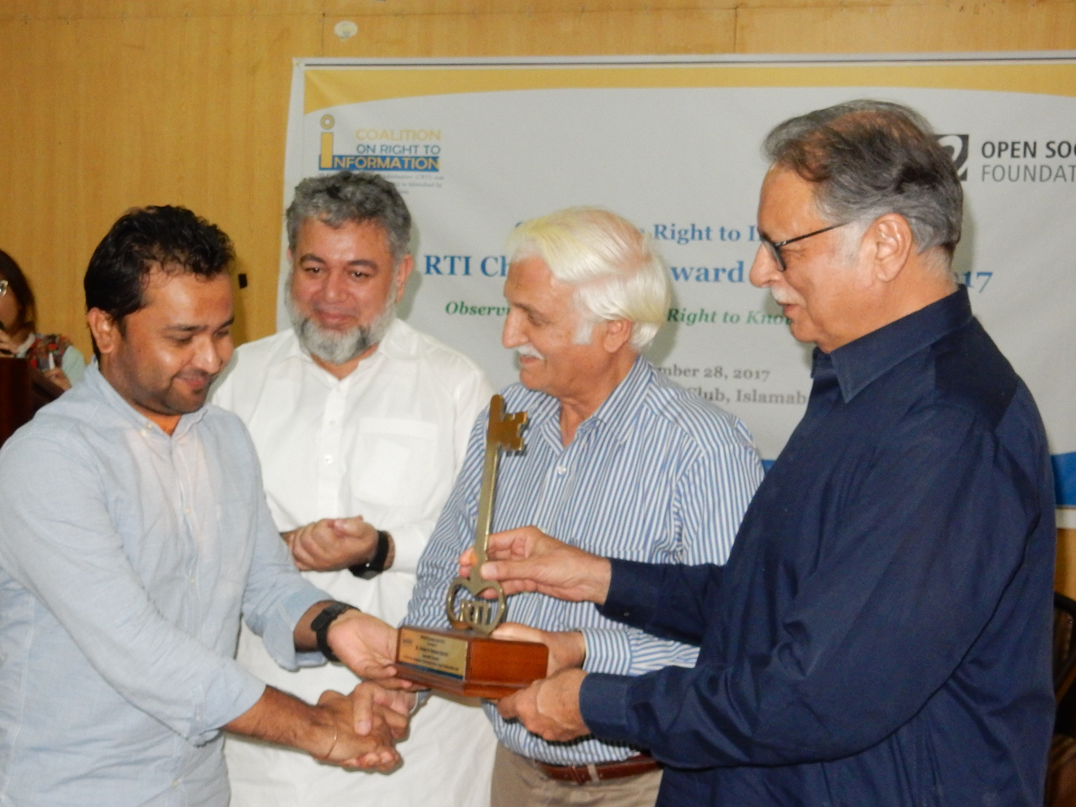 Mr. Fakhar Durrani is receiving RTI Champions Award 2017 in Journalist category