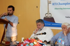 Fakhar Durrani, Award Winner in Journalist Category sharing his expering of using RTI for Investigative Journalism