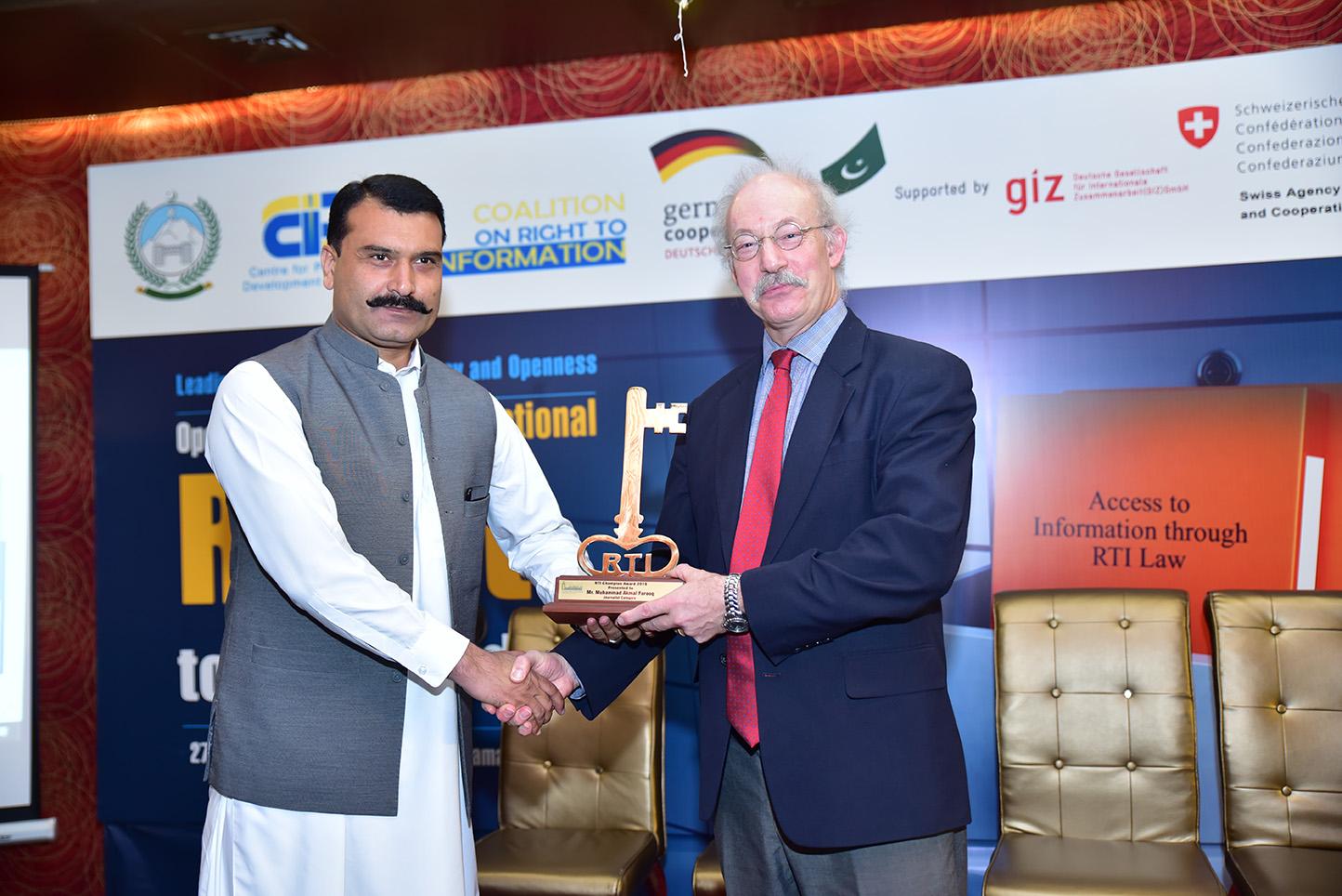 Alamgir Akbar, PIO Central Police Office Peshawar won RTI Champion Award 2019 in PIO category